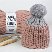 Two-colored Pom Pom MAXI Hat - Knitting Kit – Miniature 3
