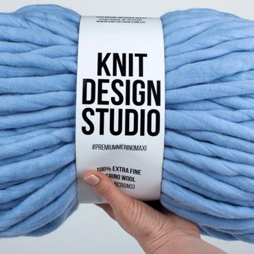 Blue chunky yarn