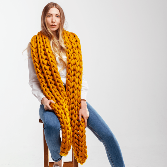 Giant Knitted Scarf – Photo 1