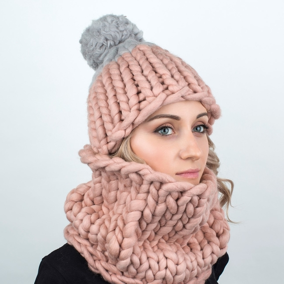 Two-colored Pom Pom MAXI Hat - Knitting Kit – Photo 1