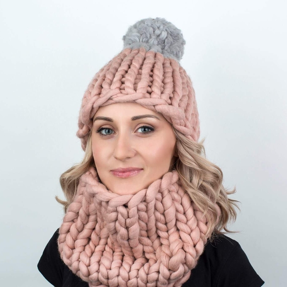 Two-colored Pom Pom MAXI Hat - Knitting Kit – Photo 2