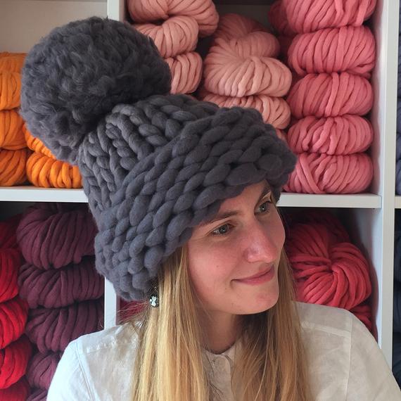 Chunky Knit Hat with XXL Pom Pom – Photo 6