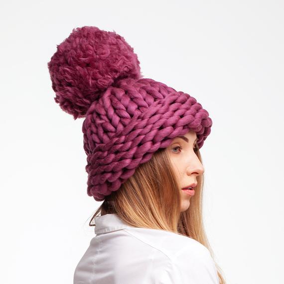 Chunky Knit Hat with XXL Pom Pom – Photo 1