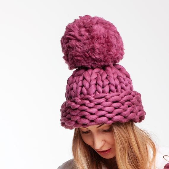 Chunky Knit Hat with XXL Pom Pom – Photo 3