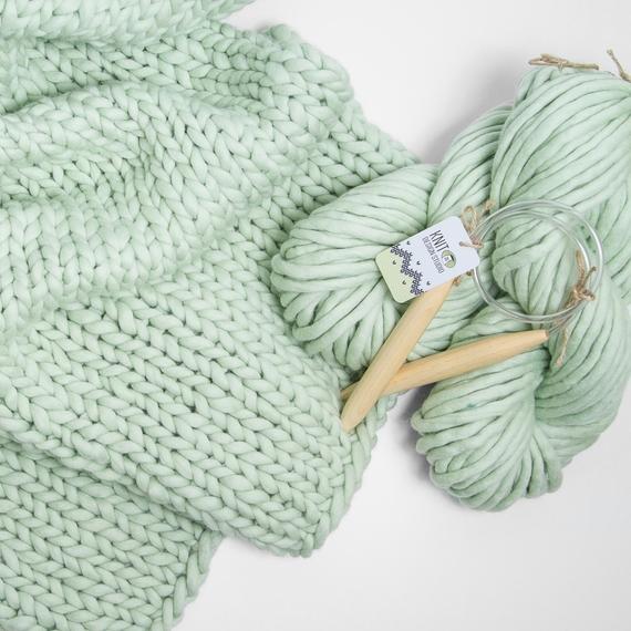 SIMPLY Blanket - Knitting Kit – Photo 2